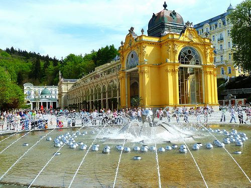 Kurreisen nach Marienbad in Tschechien sind beliebt. Hier zu sehen: die Trinkhalle.