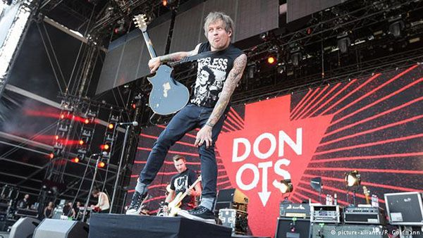 Donots to Compete in Bundesvision Song Contest - http://www.okgoodrecords.com/blog/2015/08/27/donots-to-compete-in-bundesvision-song-contest/ - Are you looking for more German bands to add to your playlist? DW.com has 16 German bands who are competing to see which German state has the best music. These are definitely some artists you should check out! We are excited to announce the Donots will be joining the competition! The 16 bands... - bundesvision song contest, donots, fl