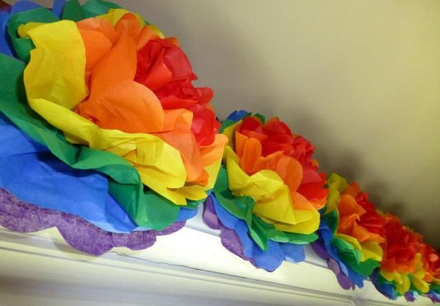 Paper flowers at a Rainbow Party #rainbowparty #paperflowers
