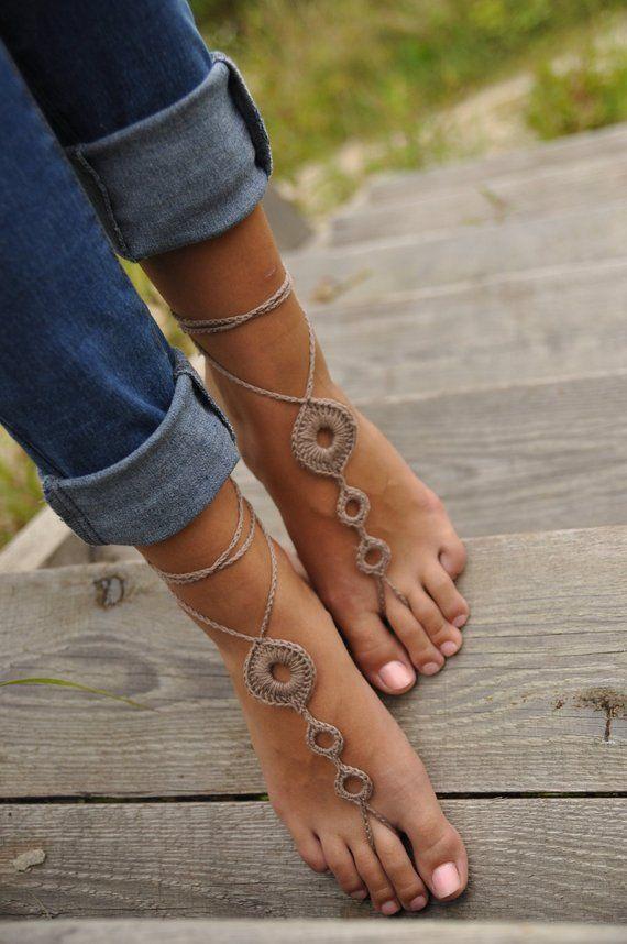Sandálias com os pés descalços em croché, sapatos marrons nus, calçados para casamento, acessórios, tornozeleira de ioga, dança do ventre, presente para ela, acessórios de praia   – Sandalen