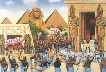 Yunanca'da hiyeroglif kelimesinin Antik mısır'da ki anlamının karşılığı 'tanrı sözüdür.' Antik Mısırlılara göre Tanrı her şeyi bir sözle yarattığı için, kâinat da tek bir hiyeroglifti.