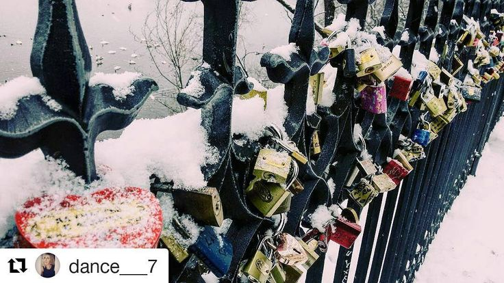 #Repost @dance___7 with Charles bridge Prague  Love locks  #love #locks #loveisintheair #heart #charlesbridgeprague #bridge #unlimitedprague #weekend #sunday #winter #snow