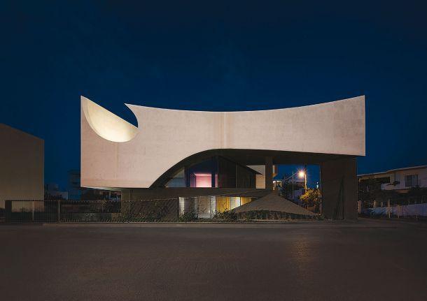"""""""Διπλή καμπυλότητα"""", κατοικία στο Ηράκλειο Αρχιτεκτονική μελέτη:Tense architecture network"""