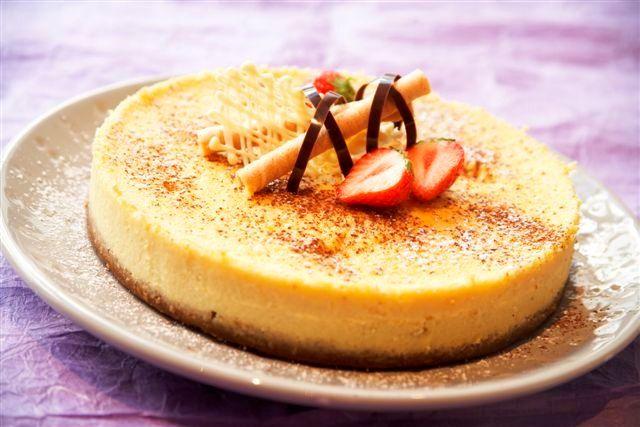 Ostekake med hvit sjokolade: En drøm av en ostekake til den store festen eller en spesiell anledning.