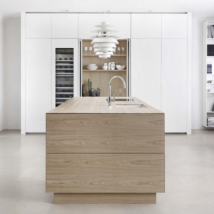 Form 45 // White pigmented oak kitchen by Multiform