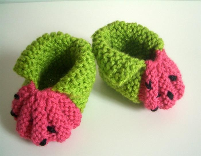 BERRY baby booties KNITTING PATTERN easy