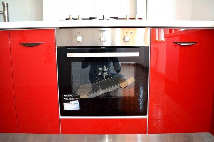 Mobilier de Bucatarie MDF vopsit lucios Rosu Ferrari Alb RAL 9003 cuptor electric Ariston