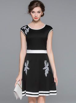 Vintage Hit Color Tight Waist Embroidery Dress