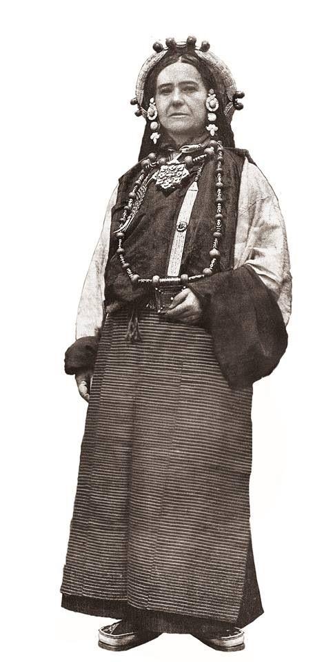 Alexandra David-Neel - Exploratrice française, première à rentrer dans Lhassa ville interdite du Tibet en 1924.