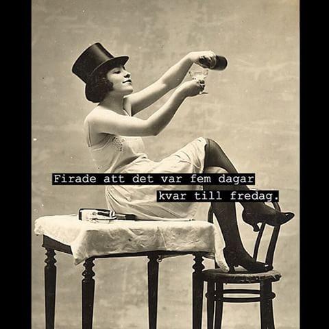 #fira #firade #supa #champagne #hatt #kvinna #tjej #fest #party #fest #fredag #humor #sarkasm #sarkastisk #ironi #fånigt #löjligt #text #kul #skoj #foto