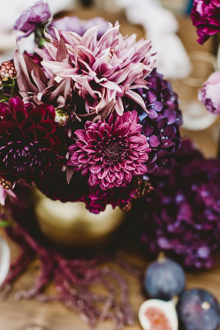 Wedding decoration in berry tones  – FLOWERS