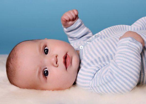 Skąd się bierze kolor oczu? Dlaczego noworodki zezują? Jak pielęgnować oczy malucha?