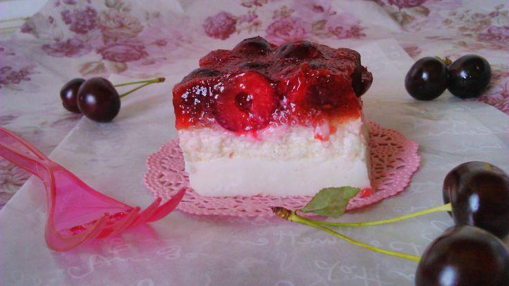 Diétás joghurtos meggyes süti kókuszos alappal, sütés nélkül