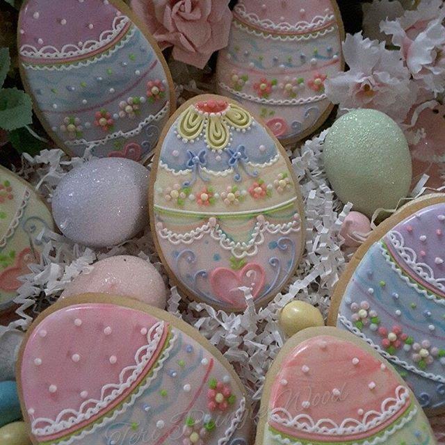 #eastercookies #decoratedcookies #royalicingcookies #eastergifts #easter eggs #easter egg cookies #decoratedeggs #sugarcookies #designercookies #customcookies #cookieart #edibleart #cookie #sugarart #gifts #royalicingartist #cookielove