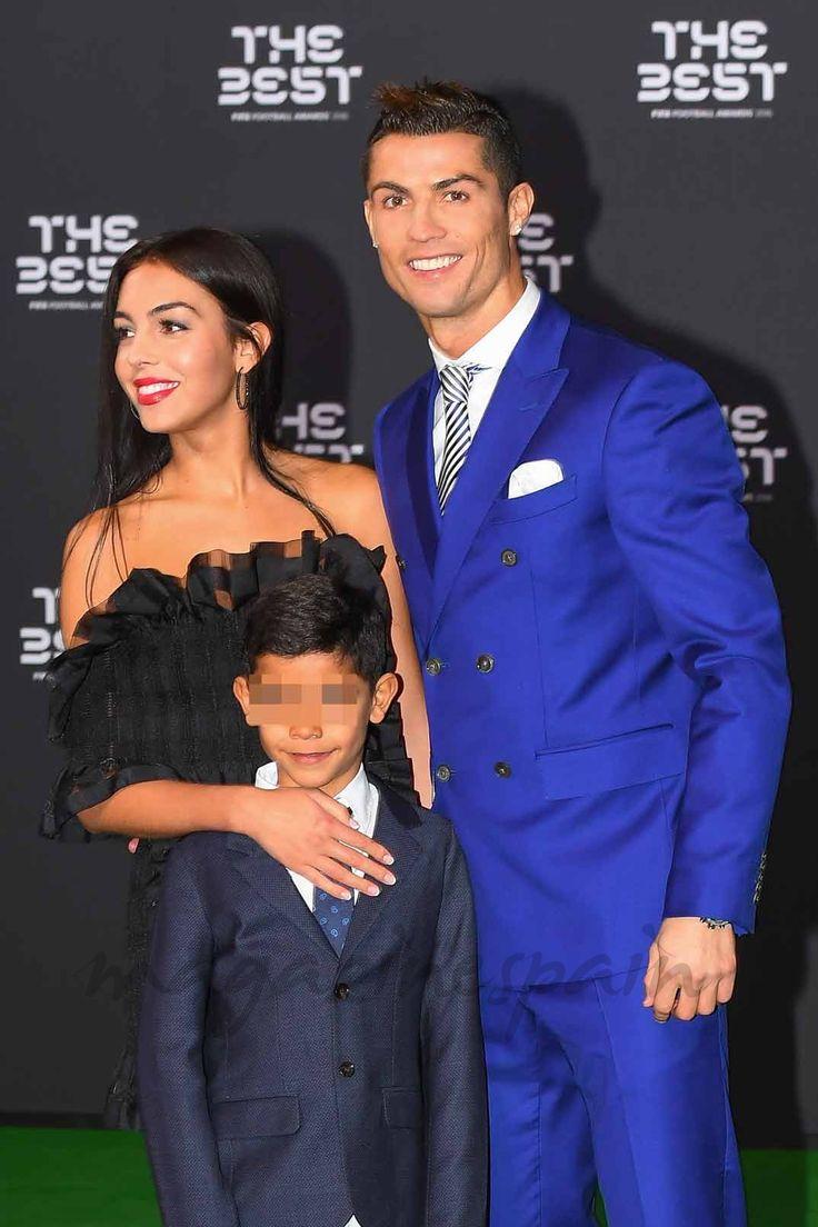 """Cristiano Ronaldo, """"The Best"""", posa por primera vez con su novia Georgina Rodríguez"""
