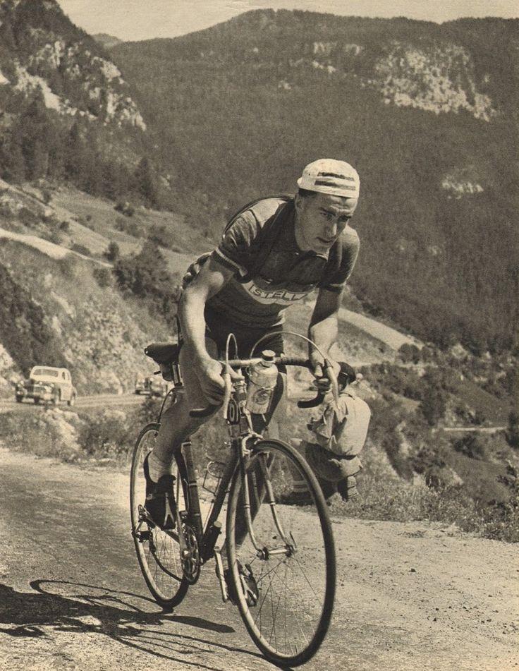 Tour de France 1953. 18^Tappa, 22 luglio. Gap > Briançon. Col d'Izoard. Louison Bobet (1925-1983) [Le Miroir des Sports. L'Histoire du Tour '53]