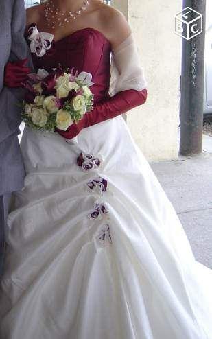 bjr, je vends ma robe de marié Inès couleur ivoire et bordeaux taille 50.