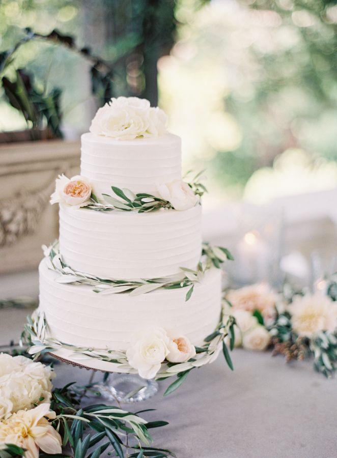 Pretty wedding cake for an Elegant Tuscan inspired wedding #weddingcake