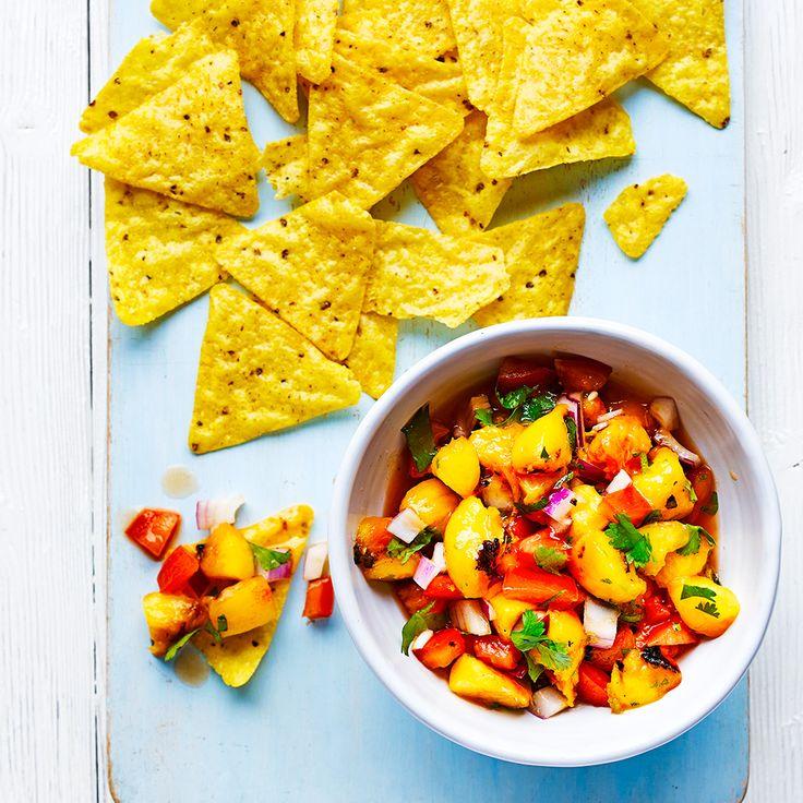 Gegrilde perziksalsa met tortilla chips recept - Jamie magazine