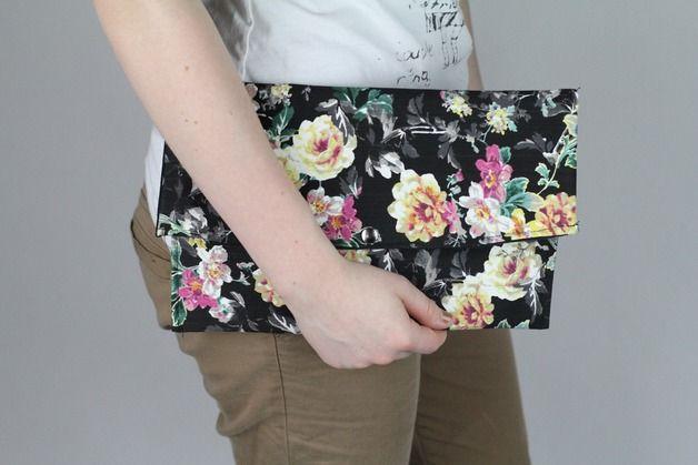 Clutches - Clutch Handtasche schwarz geblümt Blume schick - ein Designerstück von Knitters bei DaWanda
