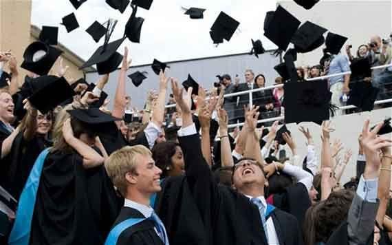 4.000 DE TINERI DIN ROMÂNIA VOR SĂ ÎŞI CONTINUE STUDIILE ÎN MAREA BRITANIE
