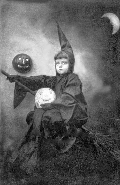 vintage everyday: Vintage Photos of Funny Halloween Costumes From Between the 1900's to 1920's