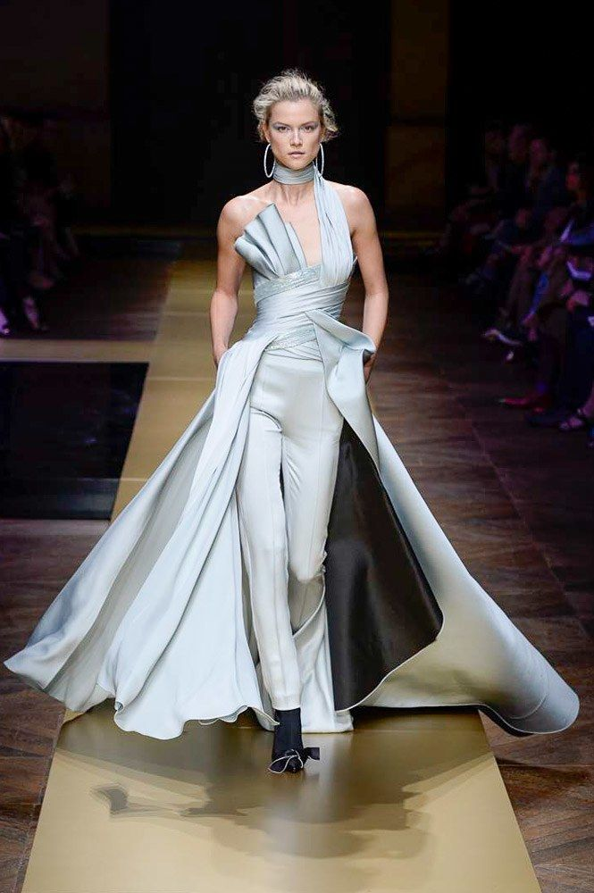 Atelier Versace Fall 2016 Couture Fashion Show  http://www.vogue.com/fashion-shows/fall-2016-couture/atelier-versace/slideshow/collection#10