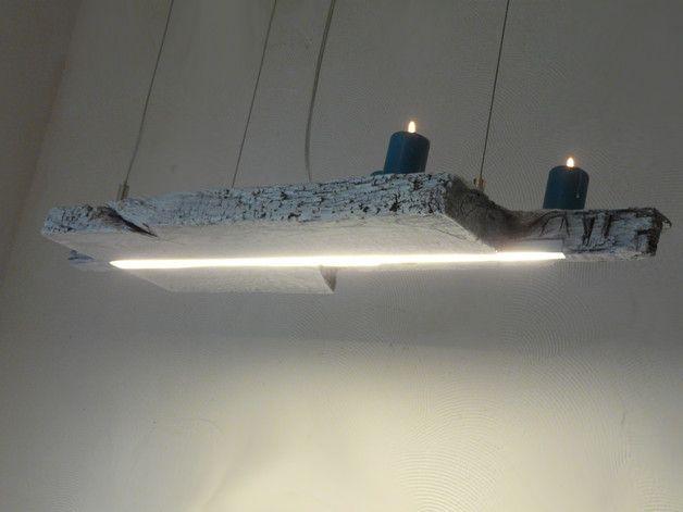 Aus einem antiken Balken wurde diese shabby chic Leuchte gefertigt. Die LED Bänder wurden mit einer opalen Abdeckung zur optimalen Lichtverteilung abgedeckt und erzeugen ein hervorragendes,...