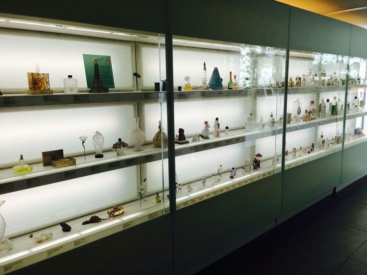 Коллекция духов в музее, Грасс