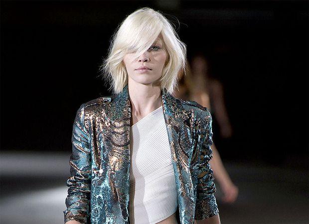Curto e com franja assimétrica, Aline Weber estreia seu novo corte de cabelo em Paris e fala sobre o resultado ao Chic | Chic - Gloria Kalil: Moda, Beleza, Cultura e Comportamento