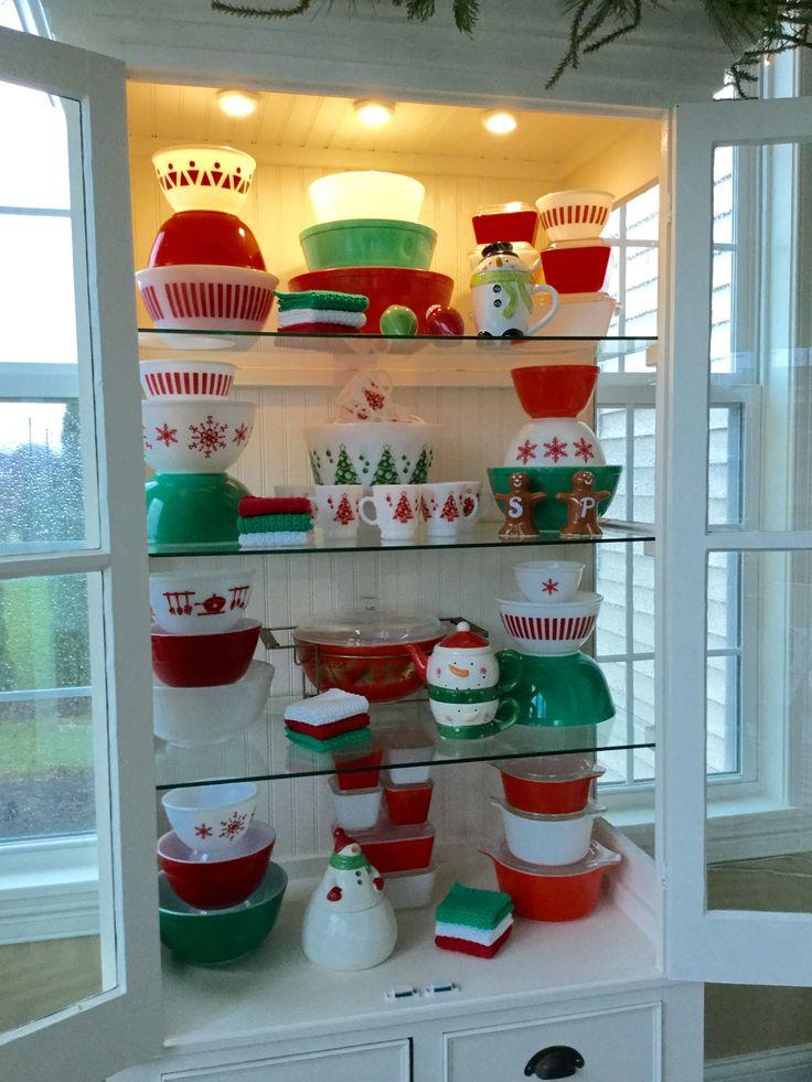 Pyrex; red & green Christmas display 2015