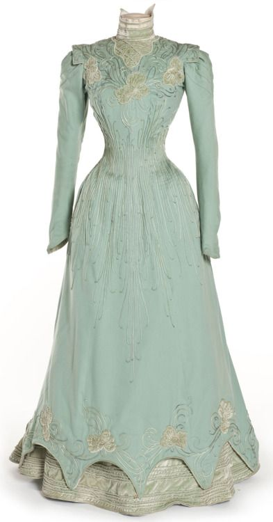 Dress, 1898 Paris, Les Arts Décoratifs. I love the old fashion dresses. I think it would be awesome to go back in time for that type of style. What a whirl wind in fashion.