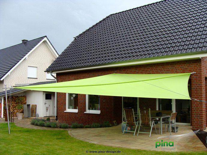sonnensegel in manuell aufrollbar über einer terrasse - als ... - Sonnensegel Terrasse Sonnenschutz