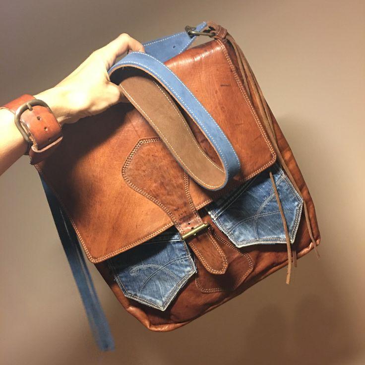 Bolso de cuero vintage con aplicaciones (bolsillos) en tela vaquera😍