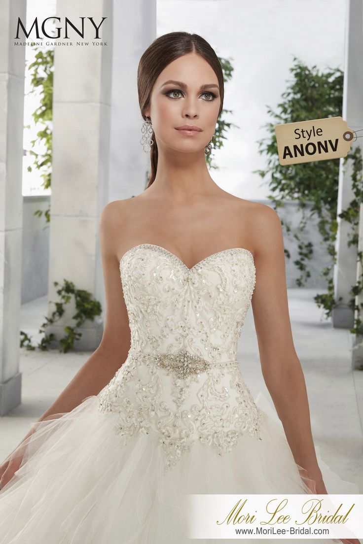 Dress Style ANONV FELICIA  A dropped waist beaded bodice with encrusted waistband on a ruffled tulle ball gown Inventario de Bogotá  Talla 8 Color Ivory/Silver