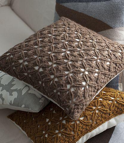 cobertas de almofada feitas em macramê _ tons terra castanho