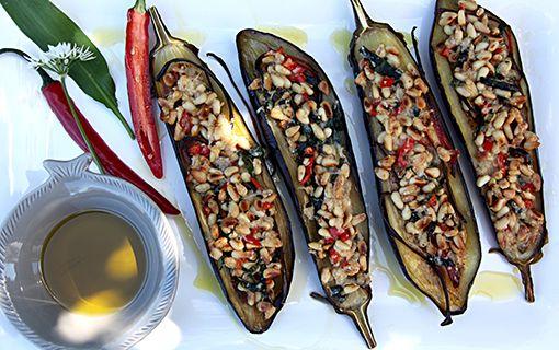 Lilek+je+sexy.+Zkuste+zapečený+s+piniovými+ořechy+a+medvědím+česnekem