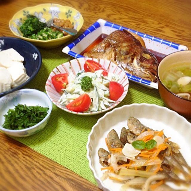 ヘルシーな感じになりました。 私の担当はエスカベッシュだけ〜、後は姉作の夕食です。 - 154件のもぐもぐ - ネバネバ3兄弟・鯛お頭煮付け・具だくさんスープ・豆アジのエスカベッシュ・イカとキュウリのサラダ・やっこ(大葉を薬味に) by madammay