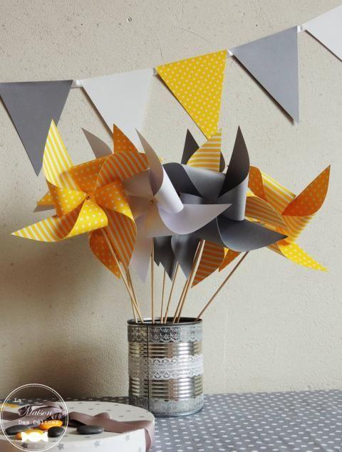10 moulins à vent jaune gris et blanc décoration de baptême thème étoile http://www.maison-des-delices.fr/contenants-a-dragees-mariage-moulin+%E0+vent-1039