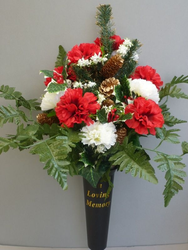 Christmas Spike Vase With Red Amp White Carnations Wreath Pinterest Vase Spikes And Flower Pots