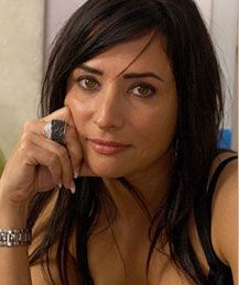 Pamela Adlon -- watch her on Californication.