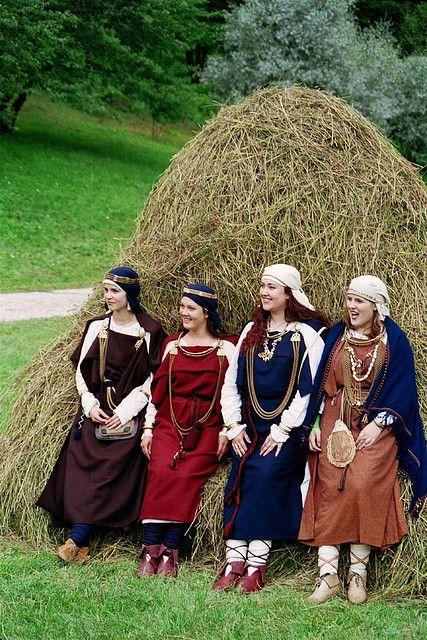 Archeological costumes 10-12 Century ,Latvia: Archeology Costumes, Century Latvia, Vikings Woman, 10 12 Century, Costumes 10 12, Vikings Garb, Woman Clothing, Folk Costumes, Medieval Dress