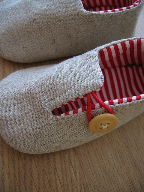 Must learn how to make these super cute shoes.