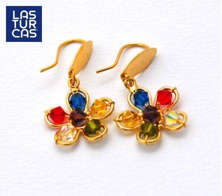 Aretes en Flor con cristales Swarovski #Accesorios #Aretes #Lasturcas #Latinoamerica #Joyas