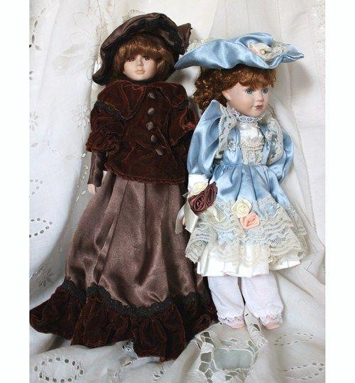 porcelánová panenka VANESSA DOLL COLECTION PORCELÁNOVÁ PANENKA z kanadské ojedinělé autorské kolekce, pro děti i sběratele od výtvarnice *VANESSA DOLL COLECTION*. Panenka má hnědé oči, saténové šaty v kombinaci s velejemným sametem a krajkou. Kloubouk, botičky.Panenka je bez poškození. ROZMĚRY: výška50 cm, s šaty 52 cm. Z této autorské kolekce nabízíme 2 ...