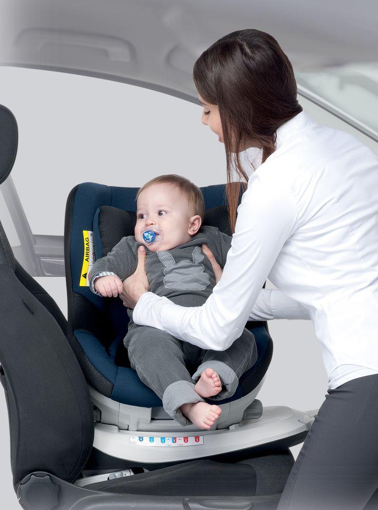 Silla para Grupo 0+/1 giratoria 360º facilita enormemente sacar o dejar al bebé.  Acorde con las nuevas normativas para que el bebé viaje en contra-marcha, al menos hasta los 15 meses. Marca: Foppapedretti Cumple con las normas europeas de seguridad.