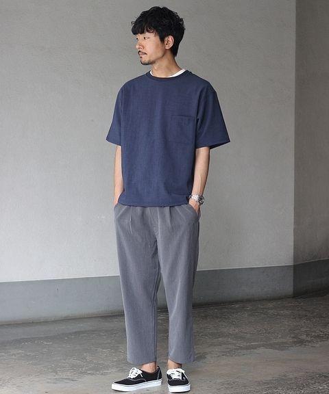 ビッグTシャツでシンプルに  機能性のあるカットシャツでシンプルに仕上げたブルーコーデ。