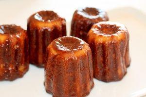 「簡単!本格カヌレ フランス ボルドー伝統菓子つくろ」私のかヌレとの出会いは1994年。料理留学中に、修業中のティシエに、「ここの美味しいんだよ」と教えてもらったフォーションのカヌレ。カリカリ香ばしく中はもっちり。【楽天レシピ】