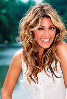 "Jennifer Esposito Born: April 11, 1973 in New York City, New York, USA Height: 5' 6"" (1.68 m)"
