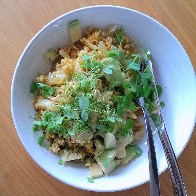 Quinoa salade met avocado en ei